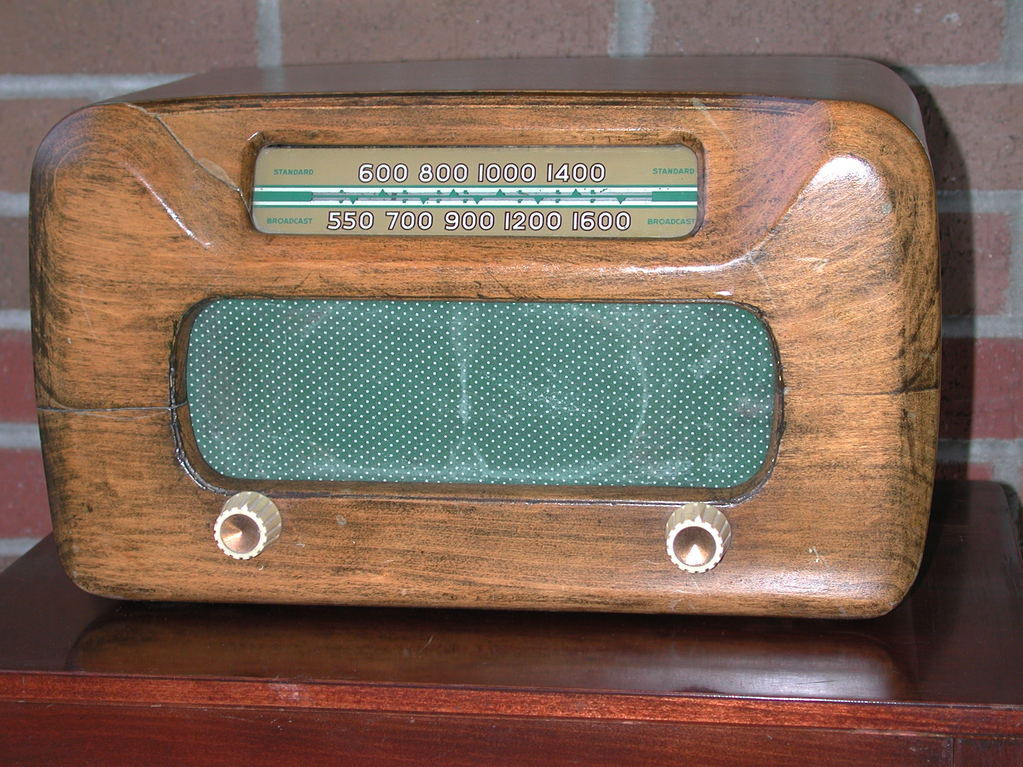 image of radio from mid 1950s